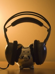 Chrome piggy bank wears headphones