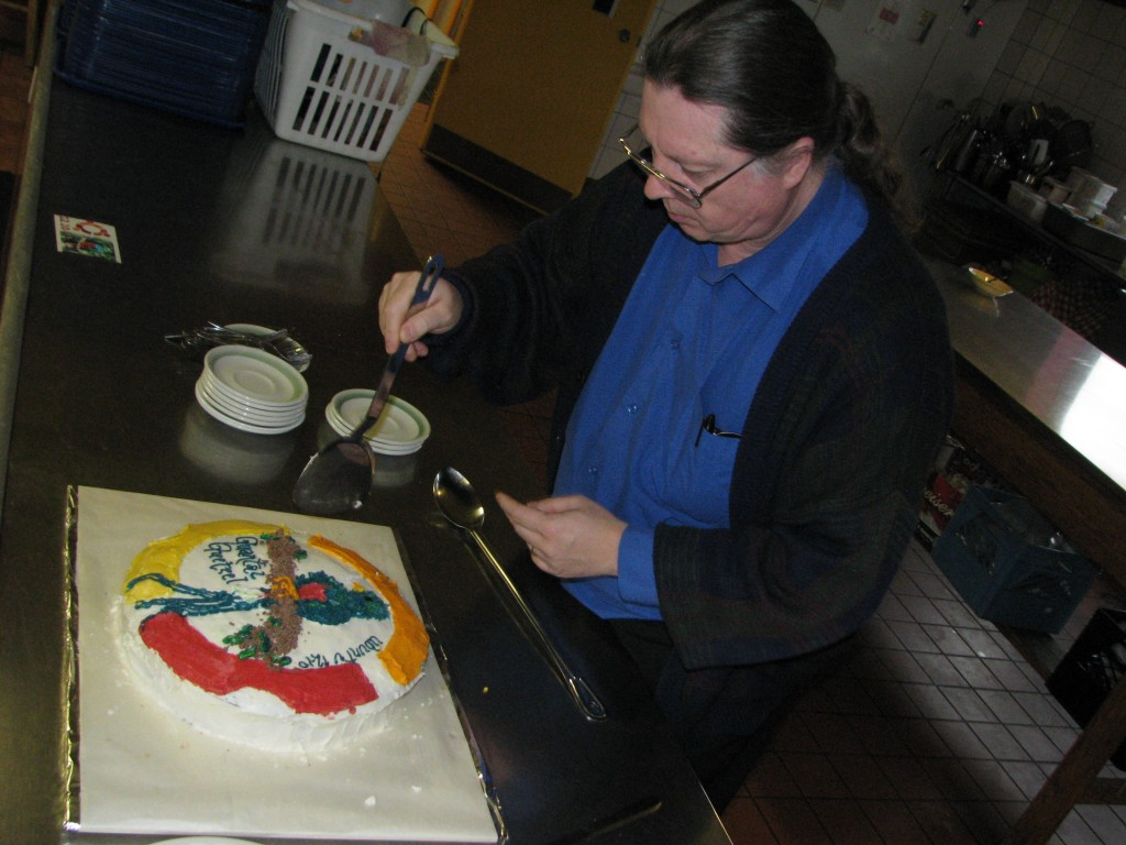 Bob Jonkman cuts the cake